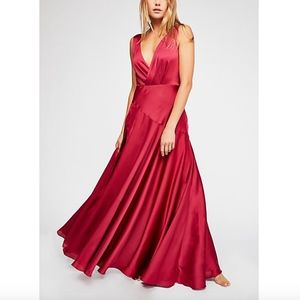 FAME + PARTNERS FREE PEOPLE Essie Slit Gown 0821